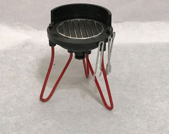 "Dollhouse Miniature 1"" Scale Table Top B-B Q"