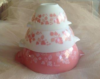 Wonderful vintage mid century Pyrex Gooseberry Cinderella mixing bowls