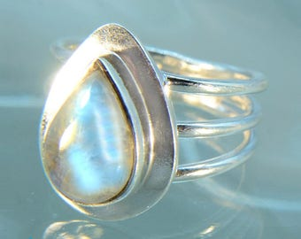 Moonstone Silver Size 7 Ring  SR501