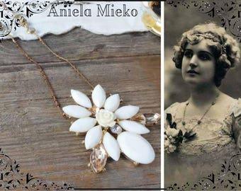 floral pendant necklace, vintage brass chain, resin flower pendant, Crystal, floral necklace Flower necklace vintage style, flower jewelry