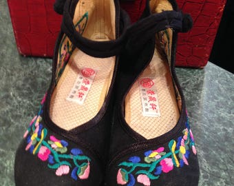 Cloth  embroidered Wedges Oriental