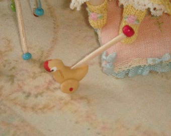 Dollhouse Miniature duck toy. 1:12 dollhuse miniature children toys.