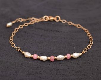 Pearl bracelet, Chain bracelet, Pearl jewelry, Gold filled bracelet, Chalcedony jewelry, Layering bracelet, Gold bracelet, Pink chalcedony