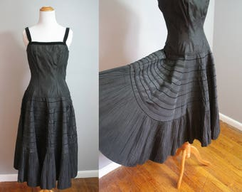 1950s Joan Barrie Party Dress // Taffeta with Piping and Pleating // Small