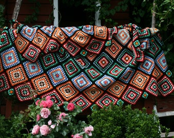 Trafaria : Large french vintage granny afghan blanket, diagonals, little and large granny squares