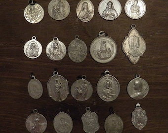 lot of 20 different religious medals in aluminium C