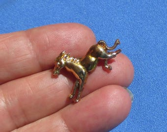 Vintage Plastic Horse Brooch Broken Leg Flaking TLC