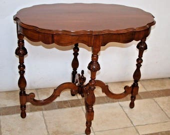 Rare Stunning Mersman Italian Victorian Walnut Entry Center Oval Table Safe and insured nationwide shipping available please call for quotes