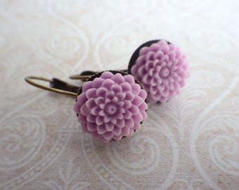 Lilac dahlia - earrings dangle very simple with sweet Resin Flower