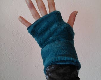 Mini reversible faux fur mittens