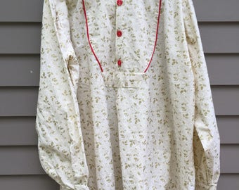 Santa Renaissance style shirt with buttons on placket