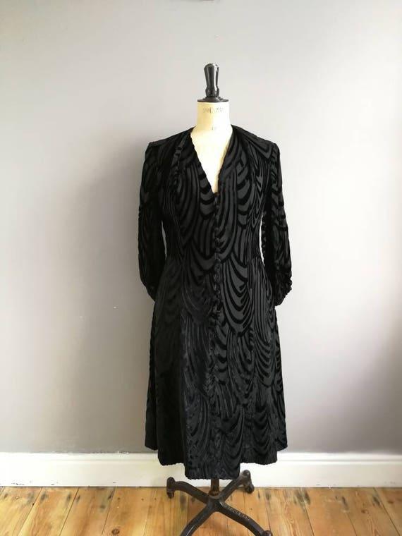 70s velvet black dress / velvet and sheer dress / 70s studio 54 / true vintage black dress / black velvet evening dress / flapper style / 14