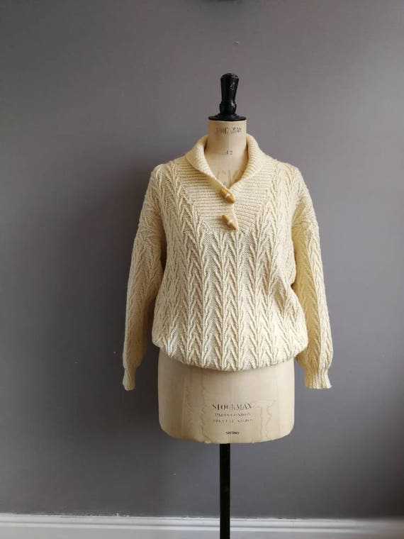 Vintage cream sweater // hand knit aran sweater // cream cable knit jumper wit wooden toggles // oversized soft wool cream jumper