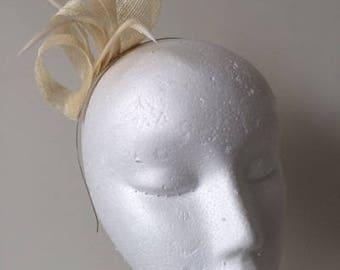 Cream loop fascinator with cream feathers on a metal headband. Stunning on!