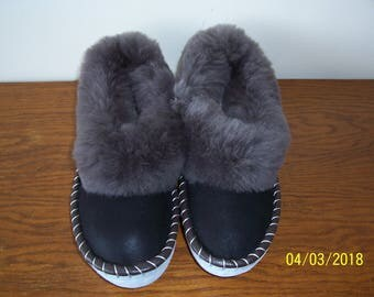 Sheepskin slippers / SIZE EU 43 = US -9,0 / Fur Moccasin / slippers for men  / Warm slippers / Gift for men
