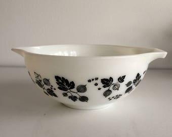 Vintage Pyrex Gooseberry Black & White Cinderella Mixing Bowl Nesting Bowl #443 2 1/2 Quart