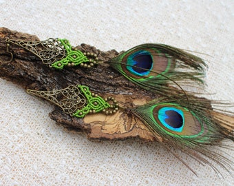 Green Macrame Peacock Feather Earrings, Feather Jewelry, Boho Chic, Festival Jewelry, Tribal Gypsy, Boucles d'oreille Plumes de Paon