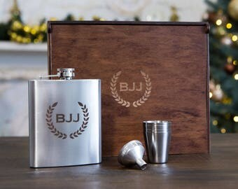 Custom engraved flask for men, groomsmen flask, groomsmen gift, personalized gift for men, camping gift, hip flask, groomsmen gift set, 7 oz