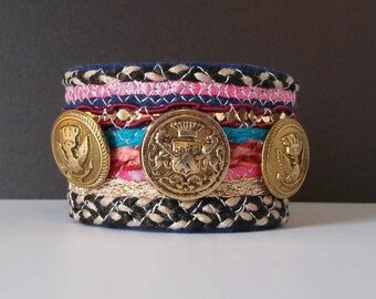 textile jewelry / ethnic bracelet/cuff/stripes and embroidery on felt /boutons ancient