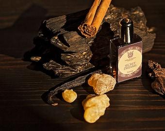 Secret dreams natural perfume, leather and woody, with Juniper, immortelle, osmanthus, labdanum, castoreum, tobacco, vetiver, Flacon