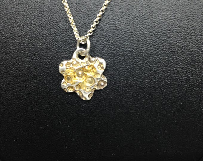 Sterling silver, necklace, with a romantic design,  structure, present for her, present with love, modern style, flower shape and finegold