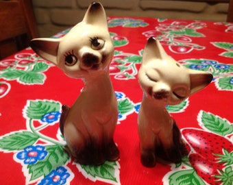 Vintage hand painted Siamese cat couple salt and pepper shakers- Japan