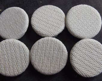 6 white 20 mm diameter round fabric buttons
