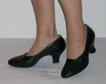 Darling late 1950s rounded toe heels w/tailored vamps US 9 1/2 /  UK 7 1/2 great size! Goodwood