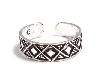 patterned toe ring in 925 sterling silver