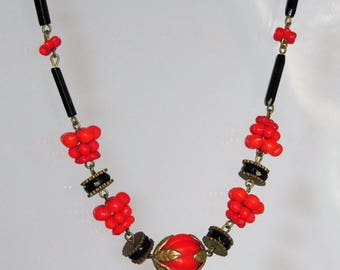 Superb Vintage Art Deco CZECH Red Black Glass Beads Necklace
