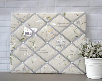 Botanical Print | Floral Print | Beige | Grey | Fabric | Memo board | Noticeboard | Bulletin Board | Memory Board | 40 x 50cm
