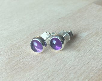 Stud earrings with amethyst
