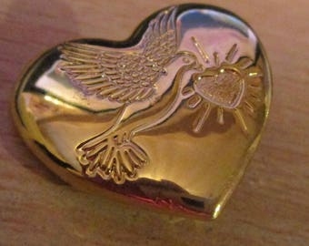 """vintage The Variety  club heart shaped goldtone badge 1.25""""x 1""""as new"""
