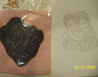Tilda Magnolia mounted rubber stamp: Cuddly siblings