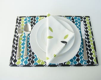 Reversable Place Mats and Matching Napkins (Set of 4)