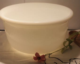 Medium size vintage Hamilton Beach Milk Glass Pyrex Mixing Bowl