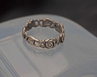 Detailed Victorian Antique Silver Flower Band Ring Size N (6.75)