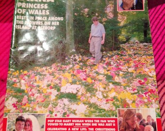 Very rare vintage hello magazine 1997.