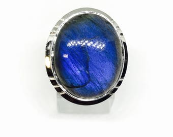 Labradorite, moonstone ring set in sterling silver 92.5. Size -10. Natural authentic stone.
