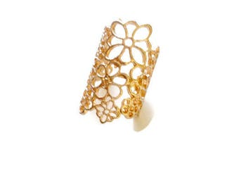 Boho style filigree ring gold plated flower theme