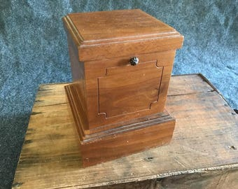 Vintage cigarette dispenser music box