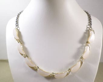 Beautiful Vintage Gold Tone Thermoset Choker Necklace  DL# 2925
