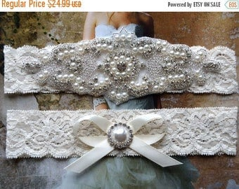 ON SALE Ivory bridal garter Set NO Slip grip vintage rhinestones, pearl garter set