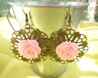 Earrings prints in bronze and large pink rose.