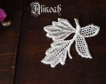 6x4.5cm ivory guipure lace bow