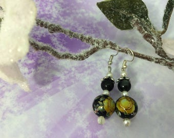 Earrings ' ear romantic Japanese black and bright yellow beads