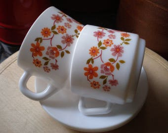 Vintage Arcopal Scania Pair of Tea/Coffee Cups and Saucers Milk Glass Cups 1970s Retro Tableware France