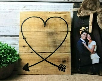 Love pallet sign, pallet board signs, Pallet board  art, Valentine pallet heart, Love pallet art, Heart pallet art, Wedding art