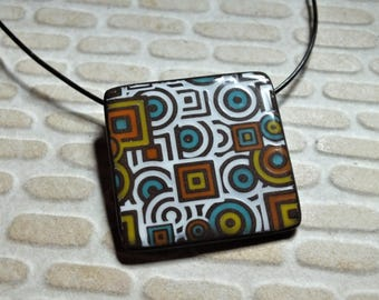 Necklace with geometric patterns