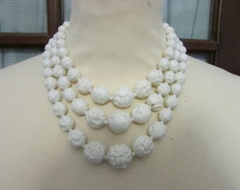 1950s triple strand white plastic textured rose graduated bead necklace